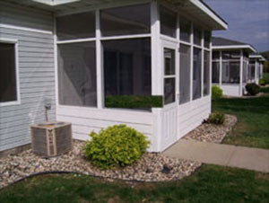 Private ground level entrance with a screened porch